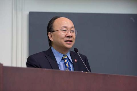 Dean Xiao Li Meng addresses audience at Alumni Day