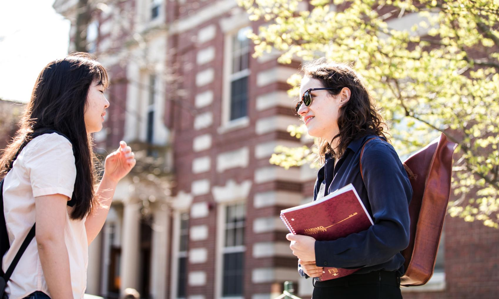 Students-exchange-ideas-in-Harvard-Yard